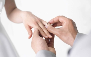 Wedding-Rings-Hands-Groom-Bride